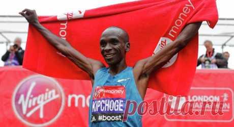Кенийский бегун Элиуд Кипчоге пробежал марафон меньше чем за 2 часа. Это рекорд Но рекорд не засчитали.
