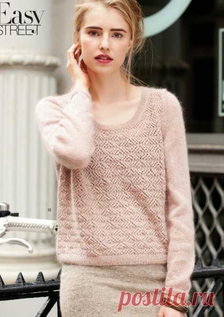 Вязание ажурного пуловера Lacy Свободная модель женского пуловера, вязаного спицами из мохера, с ажурной полочкой и широкой горловиной. Вязание ажурного пуловера Lacy, модель 12 из журнала Vogue.