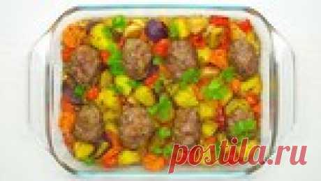 Сочные мясные котлеты с овощами в духовке