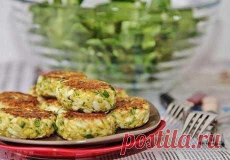 Идеальная еда - сочные куриные котлеты с кабачком и рисом — Мегаздоров