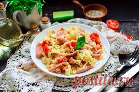 Макароны с колбасой и помидорами на сковороде: рецепт пошагово с фото