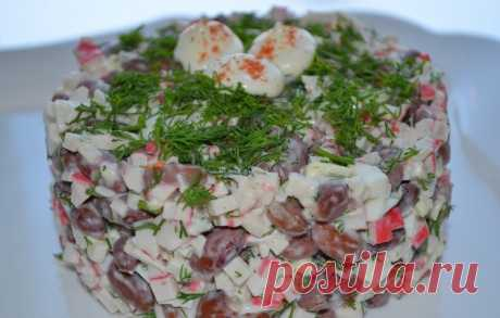 La ensalada con las varitas de centolla y el queso \/ las recetas Simples