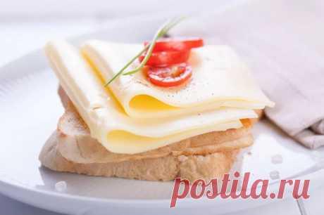 Бутерброд: просто с маслом и сыром ...