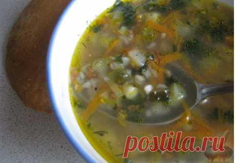 Рассольник с гречкой постный.Шикарный постный суп для вашего стола. Рекомендую.Продукты (на 6 порций) Вода - 2,5 л Огурцы соленые - 3-4 шт. Картофель - 2-3 шт. Огуречный рассол (по желанию) - 1 стакан Морковь - 1 шт. Лук репчатый - 1 шт. Гречневая крупа - 0,5 стакана Масло растительное - 30 г Лавровый лист - 1 шт. Зелень - 0,5 пучка Перец - 1 щепотка Соль - 0,5-1 ст. ложка