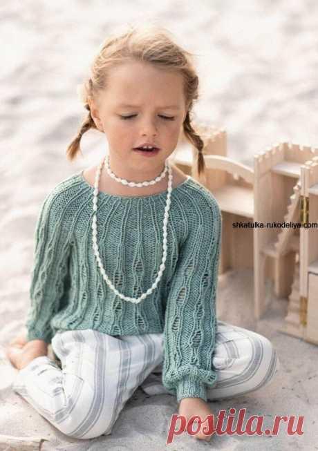 Детский пуловер спицами Детский пуловер спицами. Пуловер с вырезом лодочка для маленькой модницы 2020-2021
