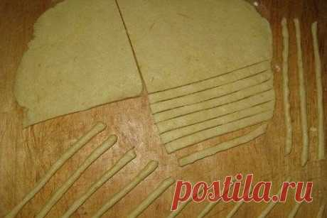 Сырная соломка за 25 минут  Ингредиенты:  Сыр твердый (около 150 грамм) — 1 стак. Показать полностью…