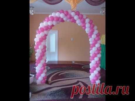 El arco la guirnalda de los globos por las manos Arch of balloons