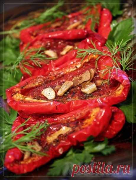 Вяленый перец - рецепт с фото Вяленый перец - отличная закуска. Такой перец хорош в салатах, в качестве добавки к пицце! Ингредиенты