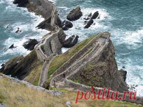 Остров Сан Хуан в Испании.До верхушки острова 237 ступеней.