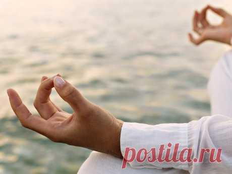 Йога для рук: 8 «поз», которые помогут справиться с мигренью и депрессией Йога — это не просто хобби. Люди, которые решают заняться этим видом деятельности, посвящают немалое количество времени изучению духовных, психических и физических практик, которые помогают развиваться и избавляться от влияния негативных внешних факторов. Сегодня мы расскажем вам о том, что могут сотворить ваши пальцы, дабы положительно повлиять на ваше состояние духа итела. Что такоеМудры? Это жес...