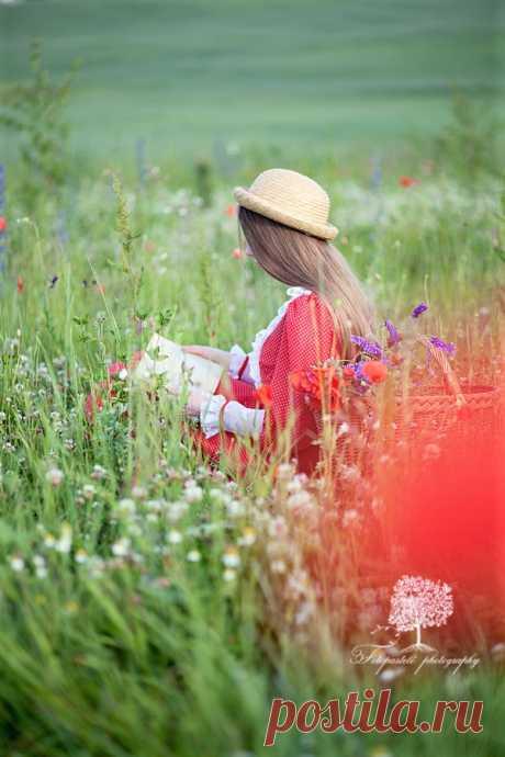 (9) Тhe beautiful world of Ludmila ( Красивият свят на Людмила )
