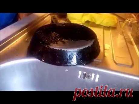 Очистка сковороды от нагара.