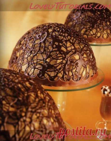 Шоколадные розы и ажурный шарик для торта