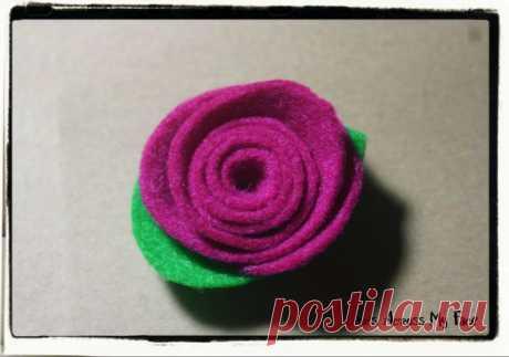 Цветочные украшения из ленты, ткани, фетра.
