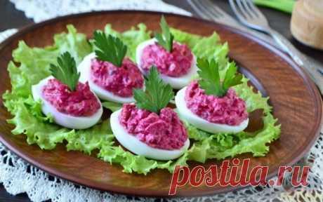 Яйца с сельдью: вкусная и сытная закуска для праздничного стола
