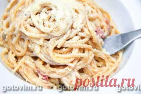 Спагетти карбонара. Рецепт с фото Паста карбонара - блюдо, открытое нам итальянскими хозяйками. В классическом рецепте этой пасты нет сливок, поэтому в нашем случае мы говорим об одном из вариантов приготовления спагетти карбонара. Вкус блюда не оставит вас равнодушными, а простота в приготовлении приятно порадует тех, кто не любит подолгу стоять у плиты.