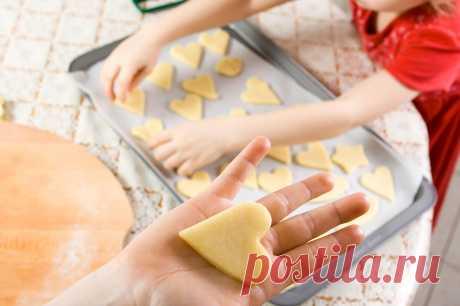 Готовите ли вы вместе со своими детьми? Это прекрасное совместное времяпрепровождение, которое будет не только веселым, но и познавательным. А приятным бонусом станет вкусные результаты кулинарного творчества. 🍡
