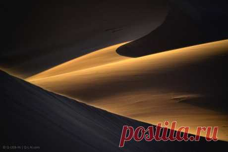 «Искусство рассвета» Роскошный кадр из марокканской части Сахары принес Евгений Самученко, известный на нашем сайте как Q-lieb-in: nat-geo.ru/photo/user/52530/