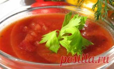 Суп Гаспачо - не требует приготовления и подается холодным. Если нет времени его охладить, можно добавить кубики льда. Обычно он состоит из сырых овощей, уксуса и оливкового масла с добавлением сырого хлеба.