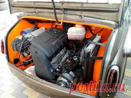 Авто самоделка ЗАЗ-965 «Запорожец» с 1,3-литровым мотором и салоном от Mazda RX-8 Владелец этого ЗАЗ-965, серьёзно модернизировал свой автомобиль, установил более мощный двигатель и сделал тюнинг. Далее более подробно о авто самоделке