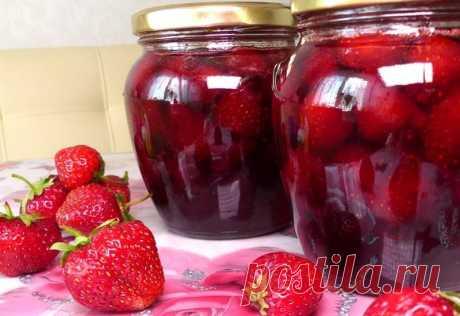 Рецепт «жареного» варенья на сковороде Сварить ароматное варенье за 10 минут? Легко! И не надо засыпать ягоды сахаром на ночь, доводить до кипения, выключать, охлаждать, опять включать… Варенье из клубники на сковороде совсем другое и всегда удачное. Сохраняет цвет и вкус свежих ягод.