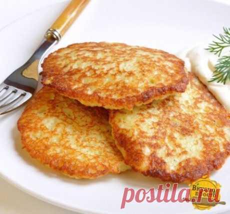 Белорусские драники  Ингредиенты: 1 кг картофеля 1 крупная луковица 2 яйца Соль по вкусу Растительное масло для жарки