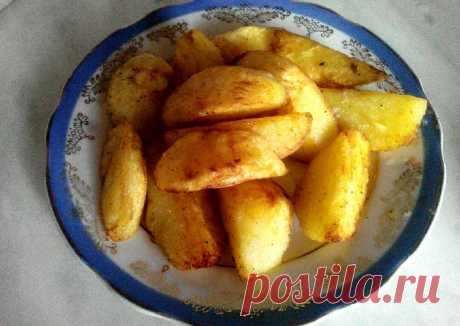 Жареная картошка моей бабули получается самой вкусной. Она долго не делилась секретом, но мне перед свадьбой рассказала: сахар