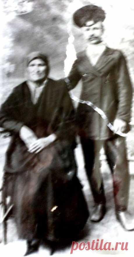 фото 1918 года.Урождённая станицы Биликуль крестьянка Дегтярёва Аастасия Трофимовна со своим сыном Дмитрием, братом моей бабушки Александры Васильевны(1896-1983)