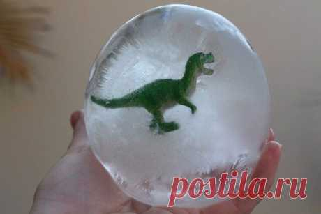 Восторженная детская забава: яйца динозавров Восторженная детская забава: яйца динозавровМожно использовать любые игрушки из киндеров.