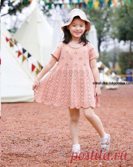 Очаровательное детское платье спицами Очаровательное детское платье спицами. Платье спицами для девочки 5 лет схемы