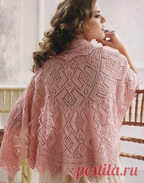 Красивая ажурная шаль, связанная спицами