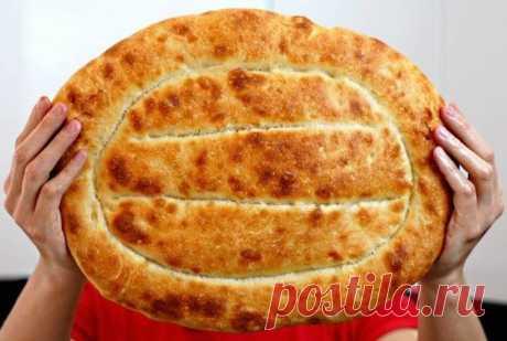 Армянский хлеб Матнакаш По этому рецепту получается невероятно вкусный хлеб, ароматы которого наполняют весь дом теплом и уютом. Мякиш очень пористый, мягкий и воздушный, а корочка хрустящая.