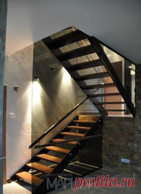 Лестницы, ограждения, перила из стекла, дерева, металла Маршаг – Ограждение лестницы из черного стекла