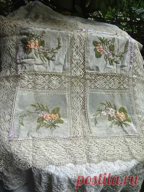"""Antique Lace Table Throw W/ Inserts Of Ribbon Work Embroidery 28"""" x 29"""""""