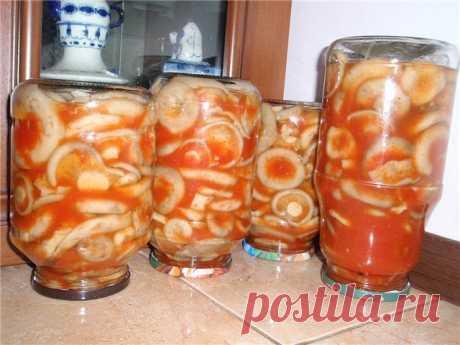 ну очень вкусные и необычные грузди в томатном соусе .