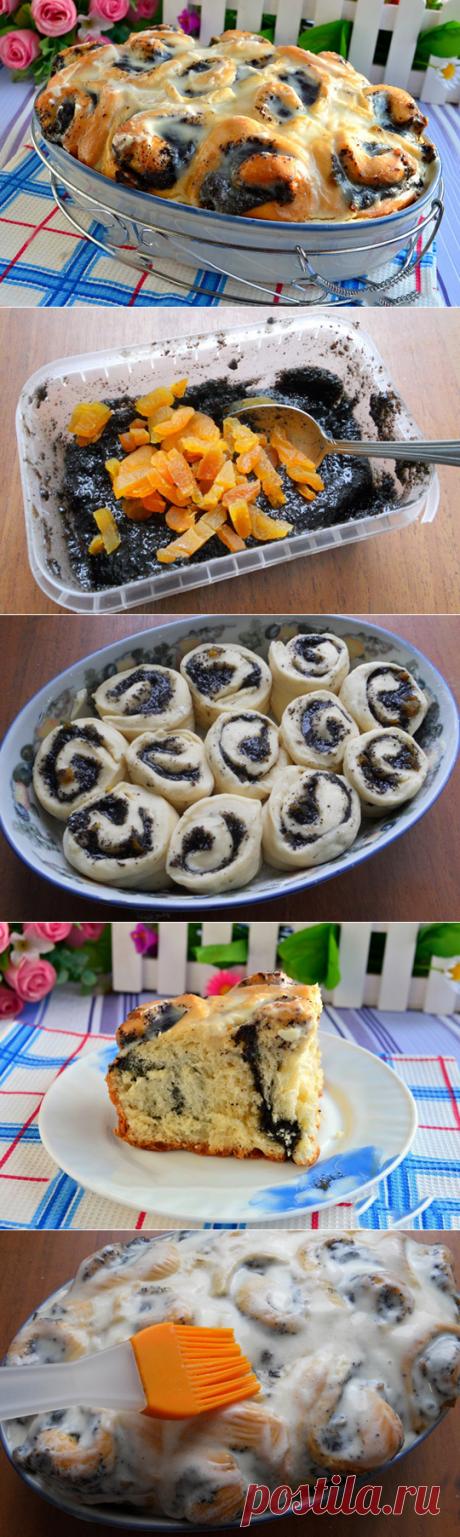 Дрожжевые булочки с маком и курагой в сметанной заливке