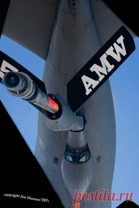 KC-135 PERSPECTIVE (Enlarge to see boomer in window)   Flickr