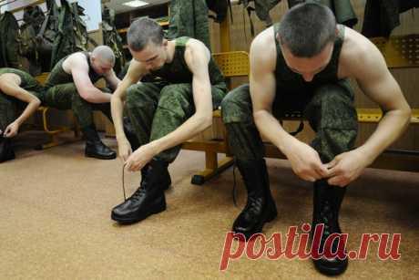 «Обирали и контрактников, и молодых офицеров» Бандиты вымогали деньги у сослуживцев Шамсутдинова. Их зарплаты шли в воровской общак