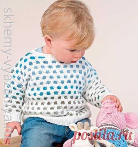 Джемпер для малыша с двухцветным узором из снятых петель. Схема вязания спицами и описание.