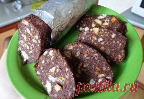 Sweet sausage\u000d\u000aIngredients:\u000d\u000aShortcake – 300 g Butter – 200 g Nuts any (a peanut, walnut) – 100 g Sugar - 1 glass Milk - 5 tablespoons. Condensed milk (boiled or usual) - 5 tablespoons. Cocoa - 3 tablespoons.\u000d\u000aPreparation:\u000d\u000a1. To crush a half of cookies in a small crumb, to break a half small (I usually put all cookies in a package and from above a rolling pin, and the crumb and the necessary pieces turn out). Nuts can also be crushed a rolling pin or to chop a knife. 2. Sugar, milk, cocoa and sga
