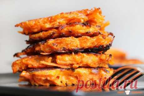 Немного о рецепте: Отличный рецепт вкуснейших оладий из вареной моркови с молоком и манной крупой.