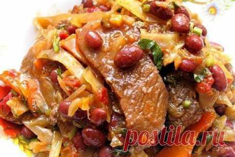 Тушеная говядина с капустой и фасолью