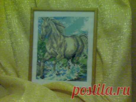Белая лошадь..Вышивка крестиком ,размер по рамке 30*40 см.