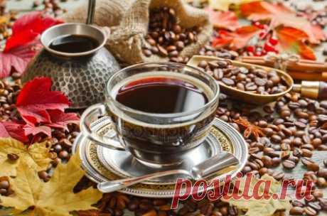 depositphotos_89424386-stockafbeelding-hete-zwarte-koffie-drinken.jpg (450×297)