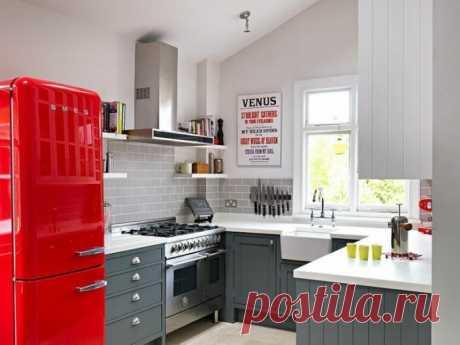 Планировка кухни в хрущевке: 5 метров с холодильником Обустройство кухни в 5 кв. м в хрущевке: примеры разных планировок, выбор бытовой техники и обеденного стола, оптимизация пространства и систем хранения.