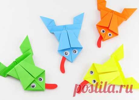Как сделать оригами лягушку. Детские поделки из цветной бумаги.   ИЗ БУМАГИ СВОИМИ РУКАМИ