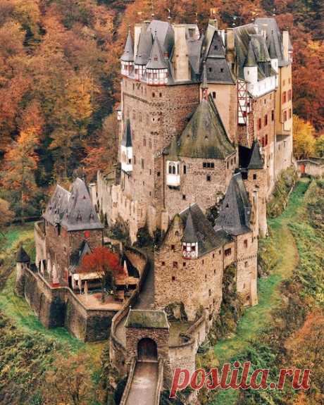 The bewitched lock.\u000d\u000a\u000d\u000aEltz Castle, Germany