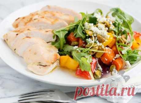 Легкий ужин: нежная куриная грудка с радужными овощами. Вкусно и полезно!