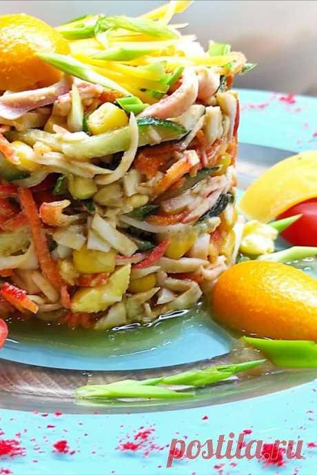 отличный салатик = крабовые палочки + кальмар ! Предлагаю приготовить очередной салат с крабовыми палочками , но теперь присоединим к ним кальмары и вообще разнообразим вкус множеством ингредиентов.