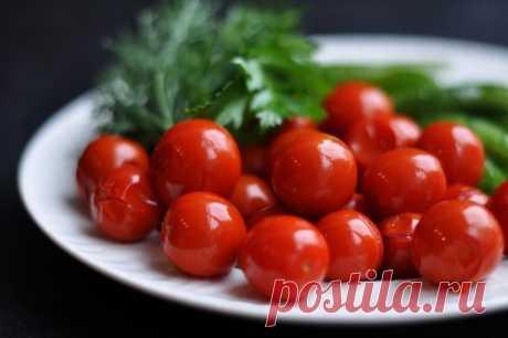 Помидоры на зиму – 5 вкусных рецептов Большой урожай помидоров – плод продолжительной работы огородника. Плоды томата используются во многих блюдах как в сыром, так и приготовленном виде. Для сохранения урожая до зимымногие дачники используют методы соления и консервирования.